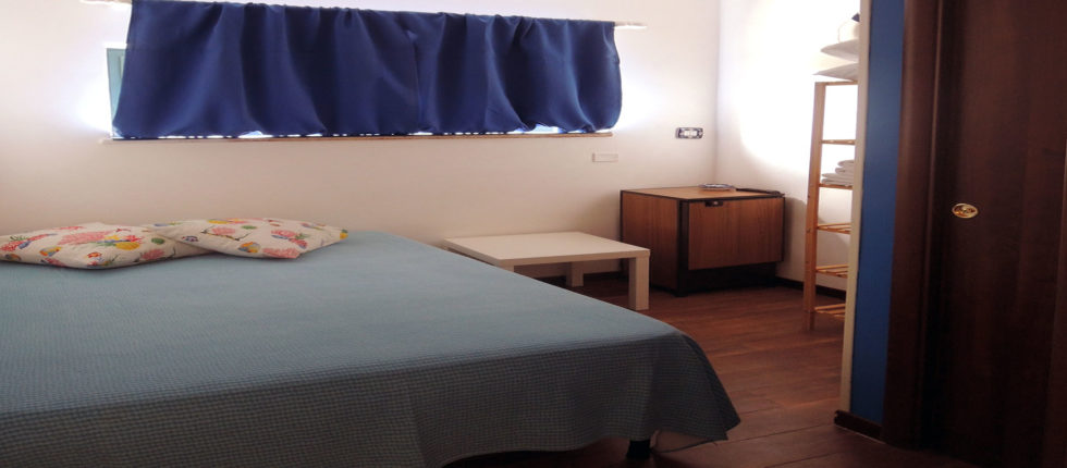 La camera Troncone è una camera singola dotata di letto matrimoniale alla francese.